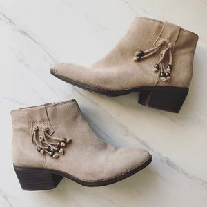 White Mountain Sz 6.5 Havana Taupe Suede booties